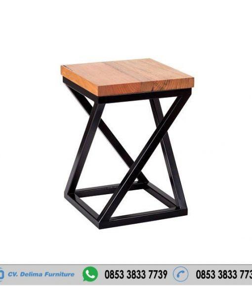 Kursi Cafe Industrial Model Silang Kotak