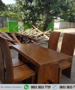 Meja Makan Kayu Solid Suar Wood 4 Kursi